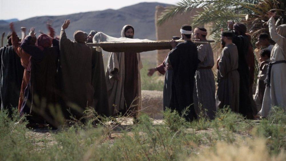 Jesus raises the dead photo from Patheos.com.jpg