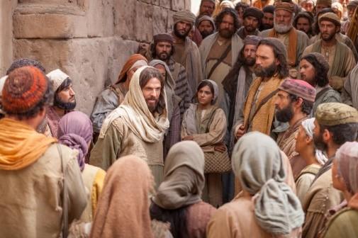 Jesus speaks to crowds photo from davidwpendergrass.blogspot.com.jpg